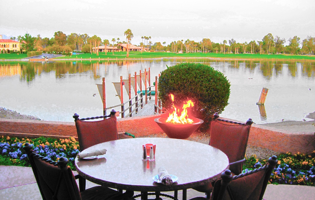 Scottsdale_Resort-Lake_front-Dining-with-Spectacular-Sunsets